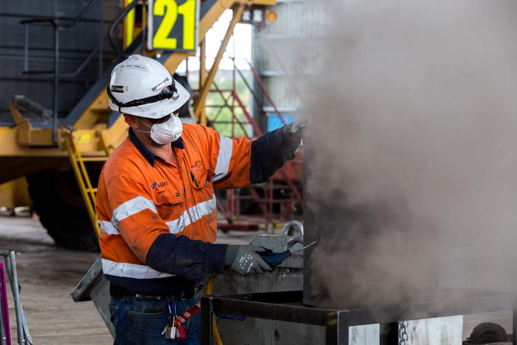 worker wearing ppe to prevent inhalation of coal dust